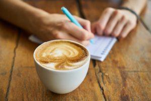 coffee 2608864 960 720 300x200 - 【TIPS】インスタ映え!?カフェと電子タバコは相性が良いって本当?
