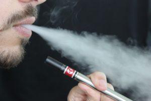 e cigarette 1301670 960 720 1 300x200 - 【TIPS】電子タバコ関連の本はある?気軽な情報シェアで仲間が見つかる!