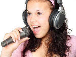 girl 15754 960 720 300x225 - 【TIPS】カラオケ店での電子タバコの使用は可能?大手を調べてみた!
