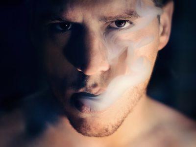 man 1245836 960 720 400x300 - 【TIPS】電子タバコと無煙タバコの違いとは?取り扱いの注意点まとめ