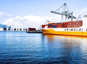 shipping containers 1150062 960 720 343x254 - 【TIPS】電子タバコにおける並行輸入品と正規販売品の違い