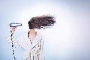 woman 586185 960 720 300x200 - 【TIPS】電子タバコは髪に影響を与える?選び方がポイント!