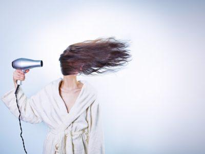 woman 586185 960 720 400x300 - 【TIPS】電子タバコは髪に影響を与える?選び方がポイント!