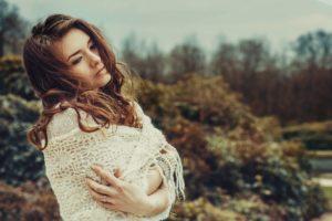 woman 837156 960 720 300x200 - 【TIPS】電子タバコは髪に影響を与える?選び方がポイント!