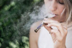 photo 1534365315265 920d6de1f31d 300x200 - 【TIPS】タバコ高すぎ!ヴェポライザーでコストカットの方法とイチオシ商品は?ヴェポライザーまとめ【加熱式タバコ/IQOS3】