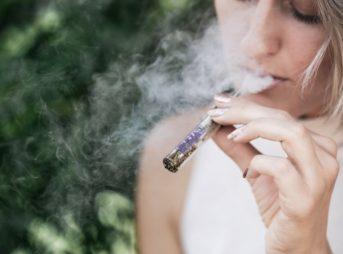 photo 1534365315265 920d6de1f31d 343x254 - 【TIPS】タバコ高すぎ!ヴェポライザーでコストカットの方法とイチオシ商品は?ヴェポライザーまとめ【加熱式タバコ/IQOS3】