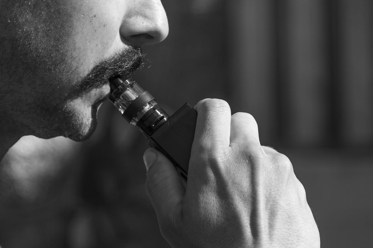 vape 1540664622 - 【レビュー】ヴェポライザーにはこのシャグを!アイコス・グロー・紙巻タバコと比較すると何味?手巻きタバコ葉で喫煙ライフをコスパよく。