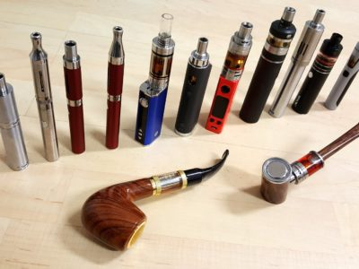 e cigarette collection 3159700 1920 400x300 - 【TIPS】ヴェポライザー必須のアイテム!見逃してはいけないヴェポライザーグッズ