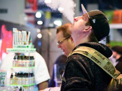 gentleman blowing ecig vapor 3582839 1920 400x300 - 【ニュース】電子タバコの誤解!なぜFDAは電子タバコを禁止するのか?