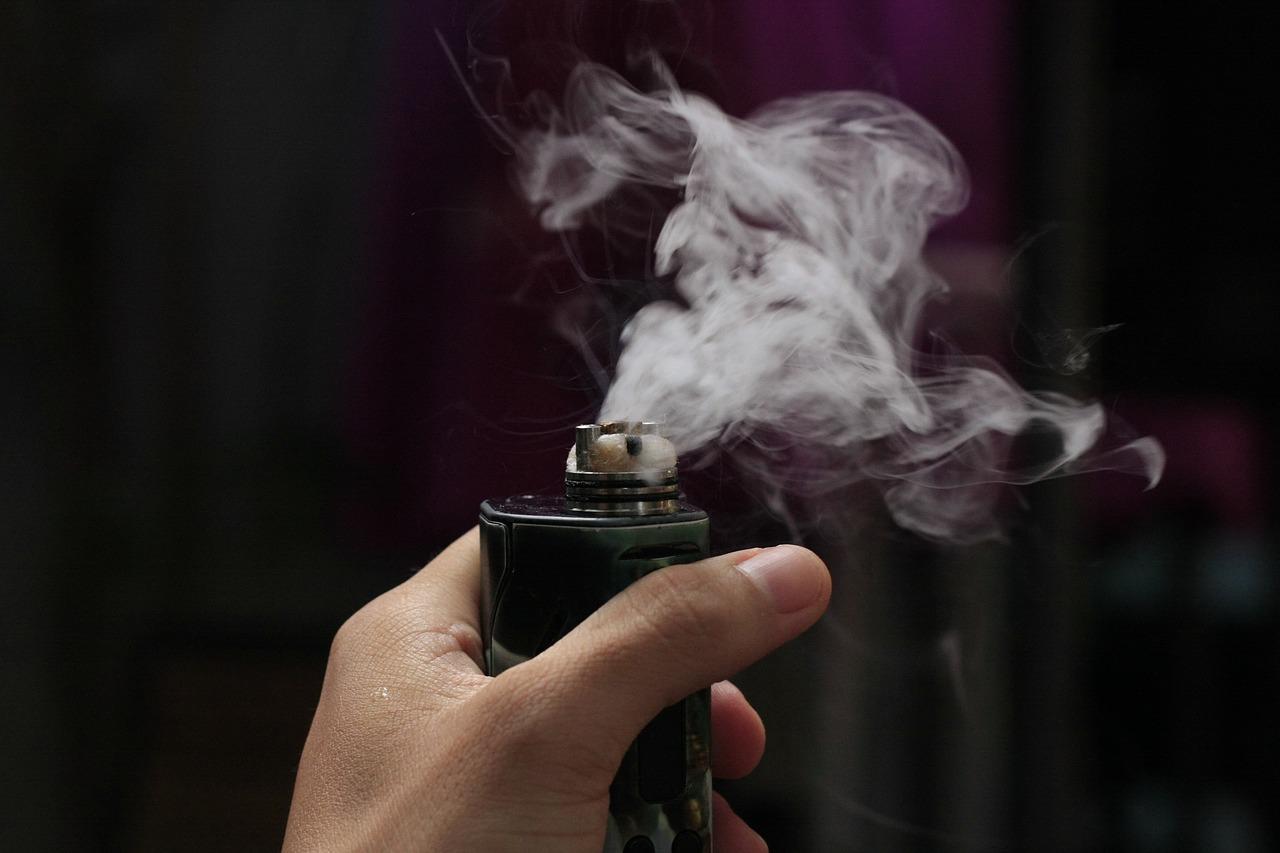 vape 1541422261 - 【レビュー】究極的に紙巻タバコに近い!FLOWERMATE SLICK(フラワーメイトスリック)ヴェポライザーを吸ってみた