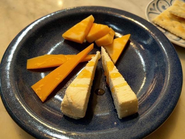 IMAG0180 thumb - 【まとめ】年末年始にVAPEによく合うワインとチーズを楽しもう。おしゃれでおいしいワイン&チーズまとめ【チーズ専門店レポつき】