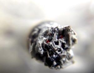 cigarette 1270516 1920 300x235 - 【TIPS】油断は禁物!VAPEに潜む発がん性物質ホルムアルデヒドとは!?