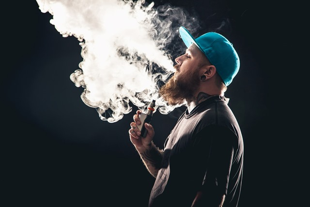 vaping thumb - 【TIPS】初心者VAPERは要注意!むせないための吸い方を知っておこう!【VAPE/電子タバコ】