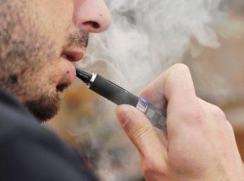 583703451700002600e7c381 thumb 343x254 - 【悲報】電子タバコが顔面で破裂、のどに突き刺さって男性(24)死亡 米テキサス州