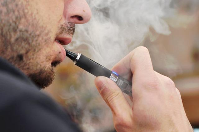 583703451700002600e7c381 thumb - 【悲報】電子タバコが顔面で破裂、のどに突き刺さって男性(24)死亡 米テキサス州