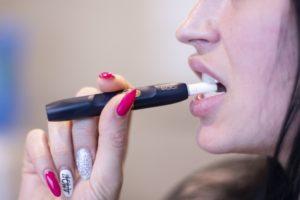 girl 3880311 1920 300x200 - 【TIPS】IQOS・Glo・プルームテックは電子タバコにならない?それともなる?身近な疑問を解決しよう!