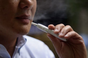 913E2B7C 5D22 415B 9162 8265932B33B9 300x197 - 【悲報】タバコ・喫煙者が大っ嫌いです !!ー街の声に広がる嫌煙の波。喫煙者とVAPEに未来はあるのか。2020年東京オリンピックに向けた受動喫煙防止など【ソフトバンク/すかいらーくグループ】