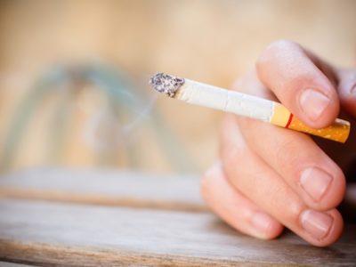 shutterstock 374577334 thumb 400x300 - 【悲報】タバコの税金すごすぎワロタ これ実質税金吸ってるだろ