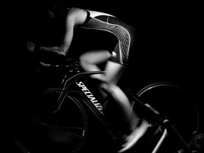 workout 713658 1920 400x300 - 【筋トレ】初心者におすすめ!家でも簡単に筋トレできるフィットネスバイクを紹介!