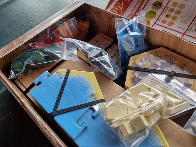 IMAG1673 thumb - 【訪問/レビュー】「レッドドラゴン・イン1」「海底探検」「ペンギンパーティ」「グースカパースカ」「カードオブザデッド」「NOCCA x NOCCA」でにさんとボードゲームの休日@MIF Garageで花見BBQ とタコ上げ。でにドリチリボルバー(Revolver)もあったよ!【カタンの開拓者たち用収納BOXも!】