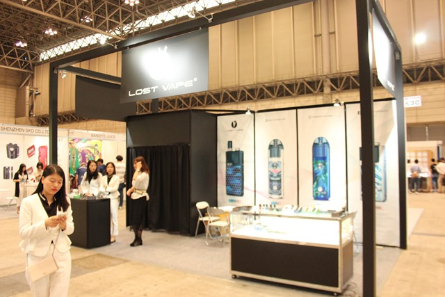 IMG 8955 thumb - 【イベント】VAPE EXPO JAPAN 2019 訪問ブース紹介レポート#08 Lost Vape(ロストベイプ)/One Case(ワンケース)/なにわ電子煙草燃料(なにわでんねん)/Dekang(デカン)/KEY MATERIAL/MEGMEET,SEMPO/ZHONGYI/HITASTE(ハイテイスト)/SAROME(サロメ)
