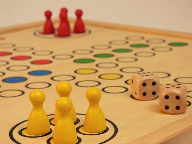 board game 2032698 960 720 thumb - 【まとめ】初心者にお勧めしたいボードゲーム/カードゲーム厳選集まとめ! これがあればムキムキ、モテモテ【パーティゲーム/合コン】