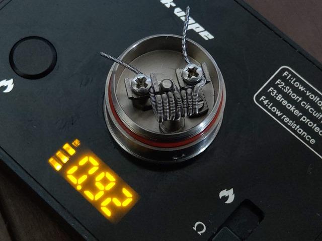 IMAG5025 thumb - 【レビュー】TITANIUM MODS Achilles III RDA+Squonkピンレビュー。BF対応のアキレス!フレーバー軍神はとうとうDLの領域に突入するドリッパー!!【チタン製/軽量/アトマイザー/スコンカー/ボトムフィーダー/電子タバコ】