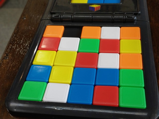 IMAG5541 thumb - 【訪問】ルービックキューブみたいなスライド対戦パズルボードゲーム「Rubik's Race(ルービックスレース)」で遊ぶ@名古屋One Case(ワンケース)訪問レポート
