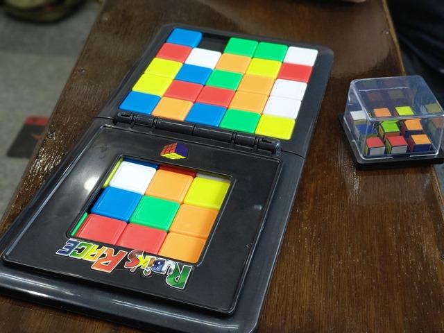 IMAG5542 thumb - 【訪問】ルービックキューブみたいなスライド対戦パズルボードゲーム「Rubik's Race(ルービックスレース)」で遊ぶ@名古屋One Case(ワンケース)訪問レポート