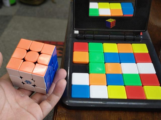 IMAG5544 thumb - 【訪問】ルービックキューブみたいなスライド対戦パズルボードゲーム「Rubik's Race(ルービックスレース)」で遊ぶ@名古屋One Case(ワンケース)訪問レポート