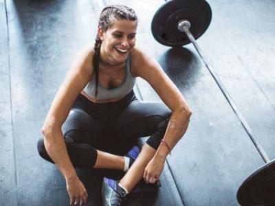 GettyImages woman workout tired svetikd 1 thumb 400x300 - 【筋トレ】減量には筋トレを先にやれ! 筋トレ中心にダイエットまとめ【減量/ダイエット/筋トレ】