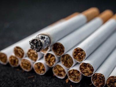 4 tobacco cigarette get thumb 400x300 - 【千葉県警】歩きタバコ注意され立腹 63歳男性の顔殴り重傷負わせる…男の映像を公開 JR柏駅前 ★2