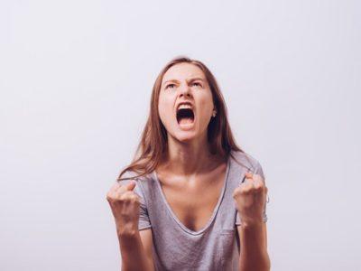 410825011 thumb 400x300 - 【研究】若い頃から怒りっぽい人、威張る人ほど認知症の進行が速い