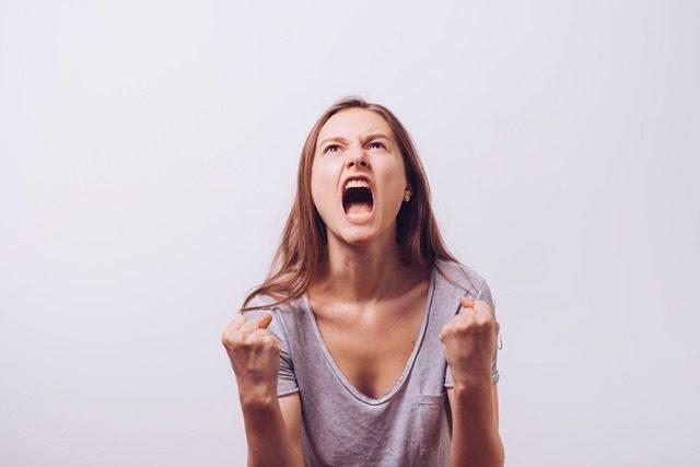 410825011 thumb 640x427 - 【研究】若い頃から怒りっぽい人、威張る人ほど認知症の進行が速い