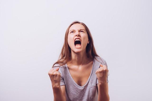 410825011 thumb - 【研究】若い頃から怒りっぽい人、威張る人ほど認知症の進行が速い