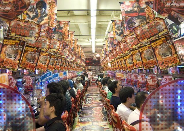 Electric City Akihabara Pachinko thumb 640x457 - 【喫煙】喫煙者「熱い演出きた!タバコに火付けなくちゃ!」【パチンコ&パチスロと喫煙禁煙まとめ】