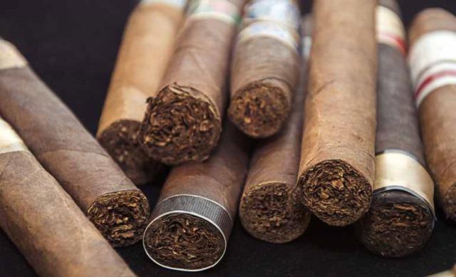 ciger thumb - 【喫煙者】タバコくさい配達ドライバーはクビにしろ