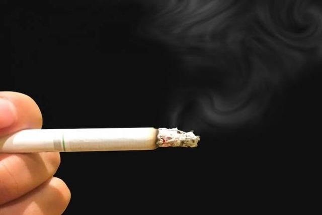 images 1 thumb 1 - 【タバコ】酒もタバコもやらない奴って何に金を使ってるの?