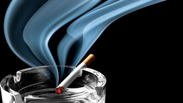 images 4 thumb - 【禁煙】室内全面禁煙なんかに負けないわ