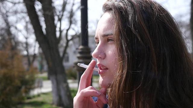1 thumb - 【喫煙】タバコを吸う女性は結婚対象になる?