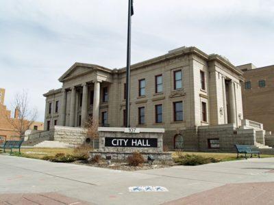 Colorado Springs City Hall by Da thumb 400x300 - 【喫煙】時代に逆行、市役所に喫煙所が復活したワケ
