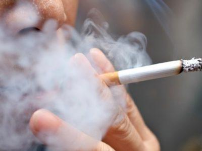 ca cigarette 111919 istock thumb 400x300 - 【たばこ】「煙たい」駅前たばこ店が灰皿撤去。路上喫煙、どう対策する?条例規制も難しく