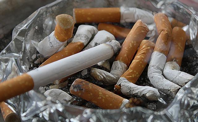 cigarettes 83571 640 thumb - 【野球】ロッテ「全面禁煙」、巨人「原監督に隠れて喫煙」……プロ野球とタバコの煙たい関係