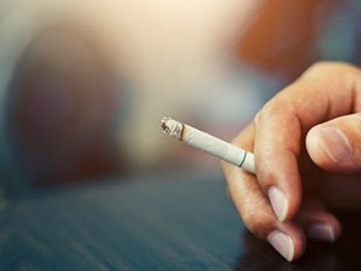 202003311621 1 thumb 400x300 - 【ヤニカス】中学講師、全面禁煙の校内で喫煙→投げ捨て→敷地内の林燃える 現場には約100本の吸い殻