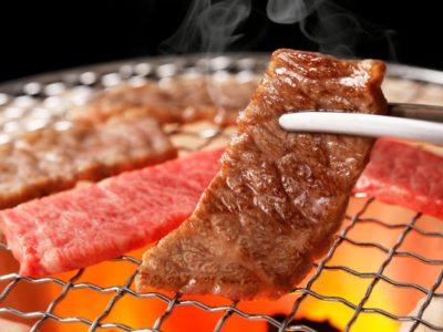 shutterstock 1092008336 400x300 - 【グルメ】3大一緒に焼肉食っててウザイやつの特徴 「人の育てた肉を横取りする奴」 「肉を一度に大量に焼く奴」