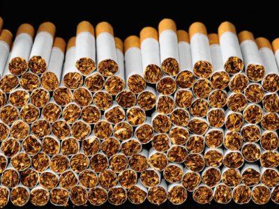 tobacco cigarettes scaled 1 400x300 - 【フランス研究/Covid-19】パリ最大の病院医師は喫煙者の発生率の低さに驚き「ニコチンが過剰な免疫反応を緩和」