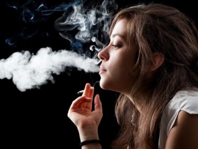 "post 13907 smoke 400x300 - 【北海道】禁煙の北海道議会で一部議員が控室や駐車場で""隠れたばこ"" [ブギー★]"