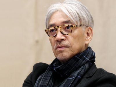 """sakamoto02 400x300 - 【タバコ】坂本龍一(68)、長年できなかった禁煙に成功したのは""""禁煙のツボ""""への鍼のおかげ"""