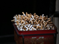 town20190529153354 202x150 - 【タバコ】喫煙者が集まる公園...何度撤去しても置かれる『吸い殻入れ』のワケ [七波羅探題★]