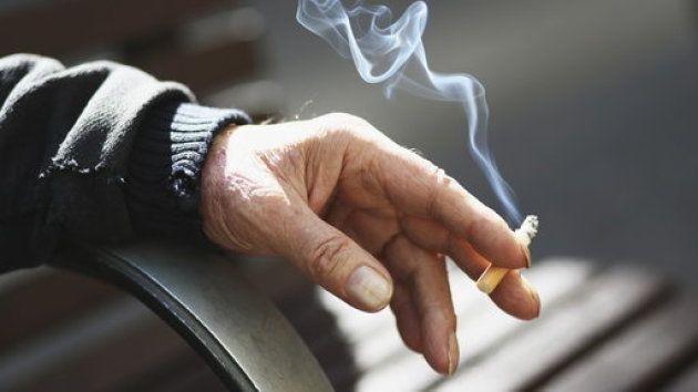 5c63eb6f3b000085046b7b7a - 【タバコ】あごマスクしてタバコ吸ってるバカって何なの?wwwwwwwwwwwwwww